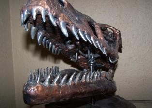 oversized Velociraptor skull